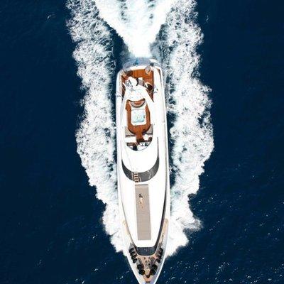 Palm B Yacht Running Shot - Overhead