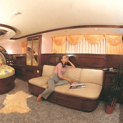Golden Head Yacht Stateroom - Seating