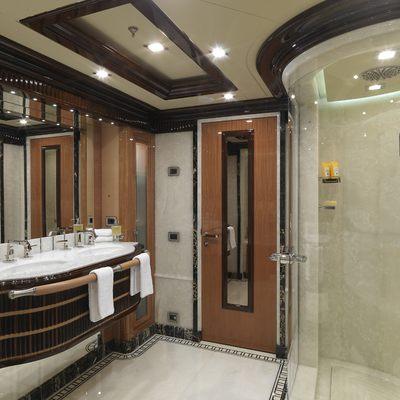 Meamina Yacht Master Bathroom
