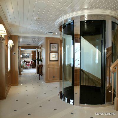 Huntress Yacht Main Entrance Hall