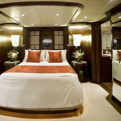 De Lisle III Yacht Queen Stateroom