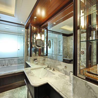 Seanna Yacht Private Bathroom