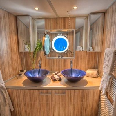 Sanssouci Star Yacht Private Bathroom