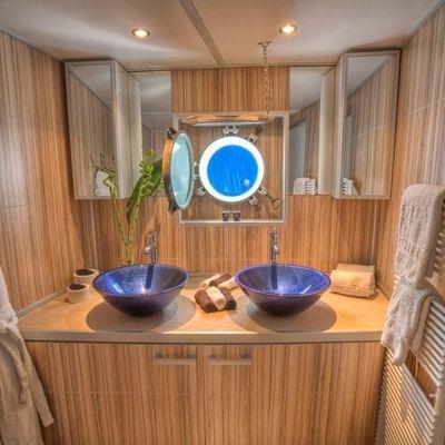 Sanssouci Star Yacht Private Bathroom
