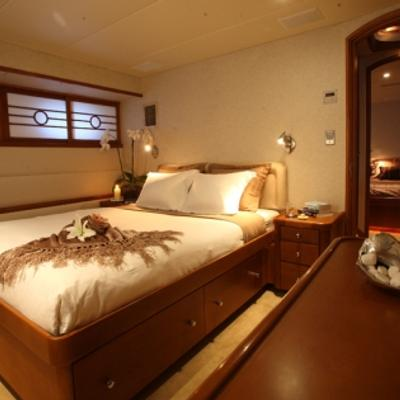 Daydream Yacht Port Guest Stateroom