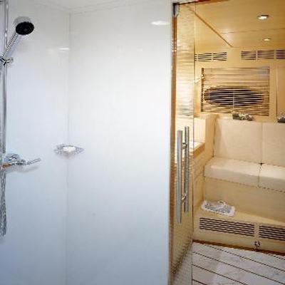 Mumu Yacht Shower Room & Seating