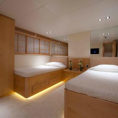 Palm B Yacht Twin Stateroom