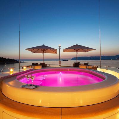Mimi Yacht Jacuzzi - Lights