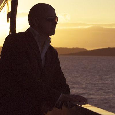 Elegant 007 Yacht Sunset View