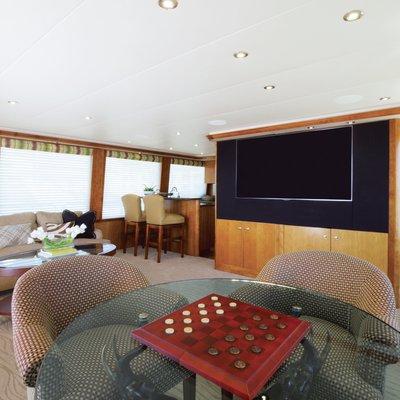Serengeti Yacht