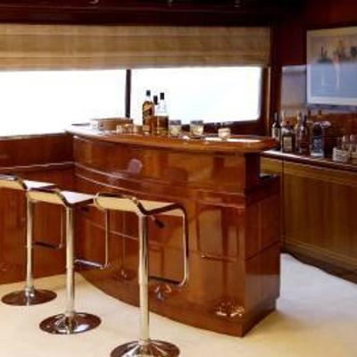 Corvus Yacht Bar