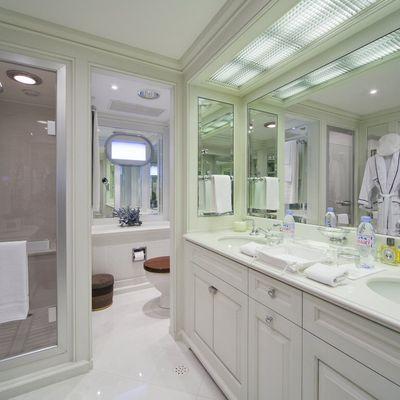 Virginian Yacht Twin Bathroom