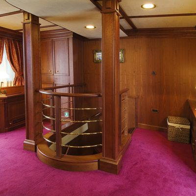 Seagull II Yacht Foyer