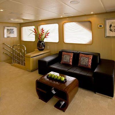 Maverick II Yacht Skylounge