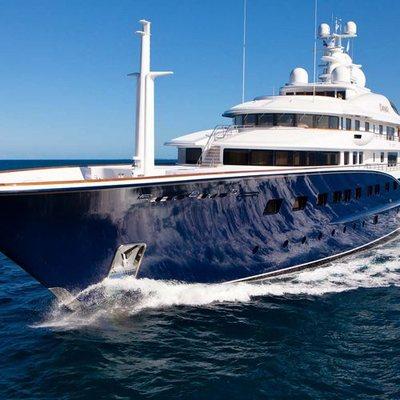 Aquila Yacht Running Shot