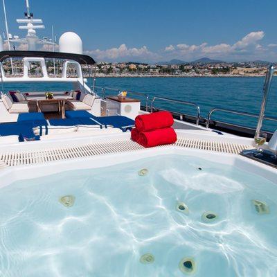 Element Yacht