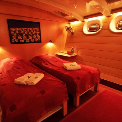 Douce France Yacht Twin Guest Cabin