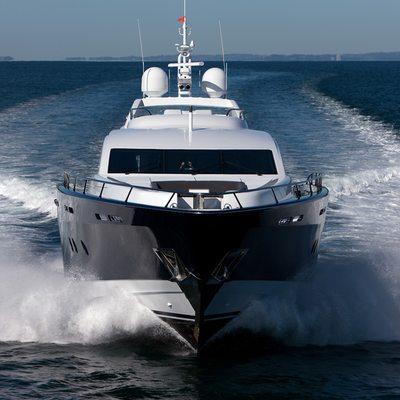 Quantum Yacht Running Shot - Bow