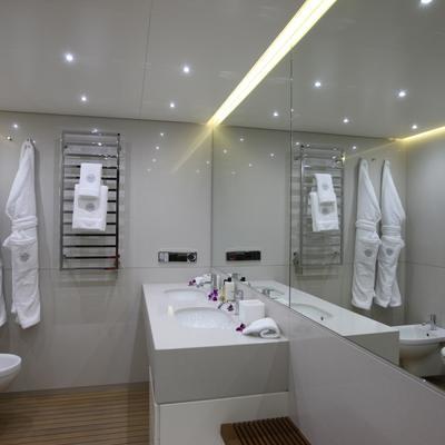 Ocean Sapphire Yacht Master Bathroom