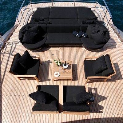 Griffin Aft Deck Lounge Area