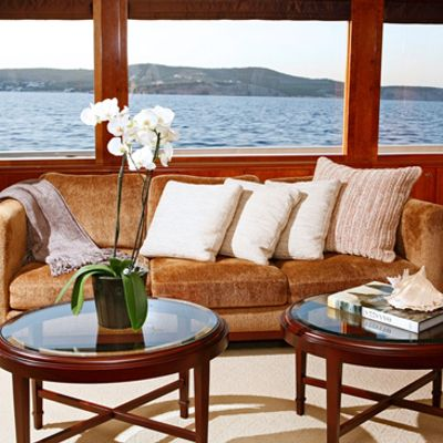 Endless Summer Yacht Saloon