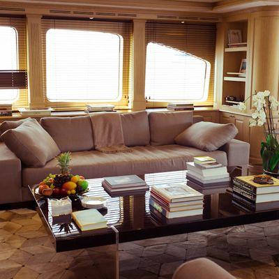 African Queen Yacht Salon