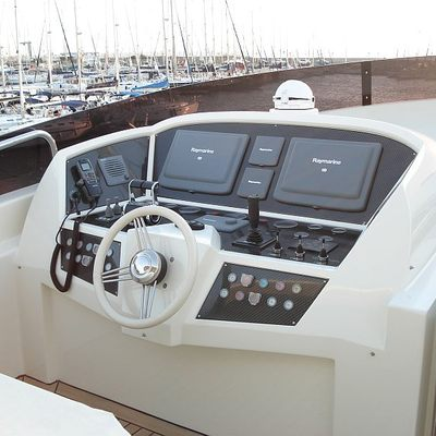 Merve Yacht Wheelhouse on Flybridge