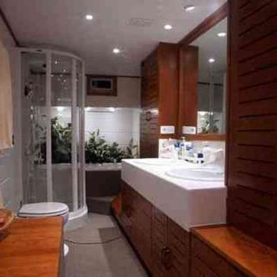 Aiglon Yacht Private Bathroom