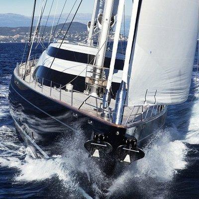 Twizzle Yacht Bow