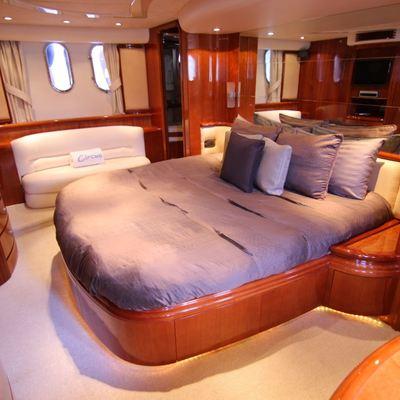 Circus Yacht