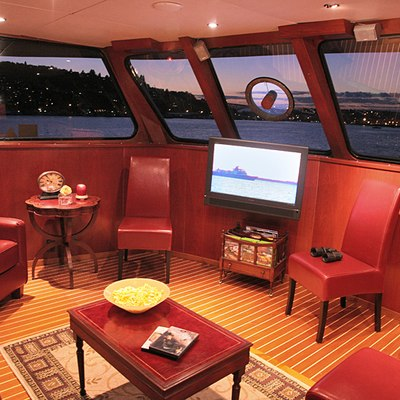 Kayana Yacht Salon - TV