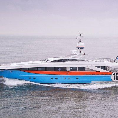 Aurelia Yacht Running Shot - Overview