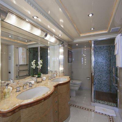 Lady Ellen II Yacht Master Shower