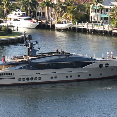 DB9 Yacht Underway