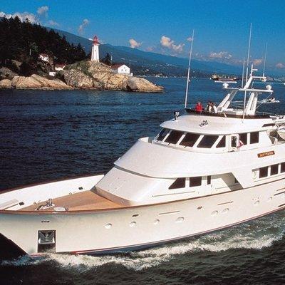 Silent World II Yacht Running Shot