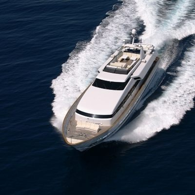 Obsesion Yacht Running Shot