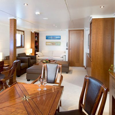 Hanse Explorer Yacht Master Office