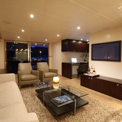 Lionshare Yacht Skylounge