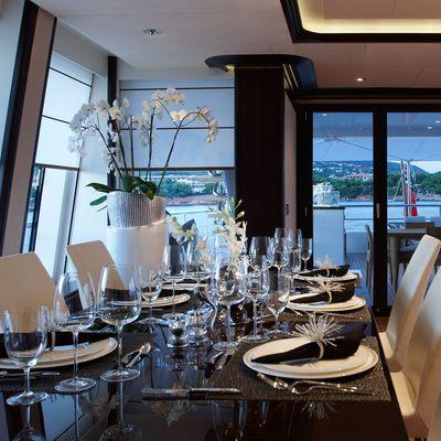 Megan Yacht Dining Table