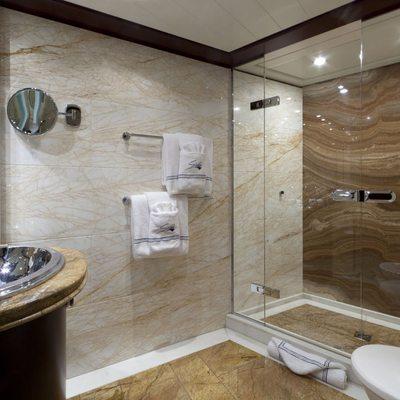 Sarah Yacht Guest bathroom