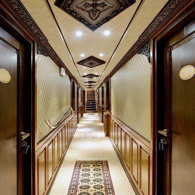 Dhaainkan'baa Yacht Hallway