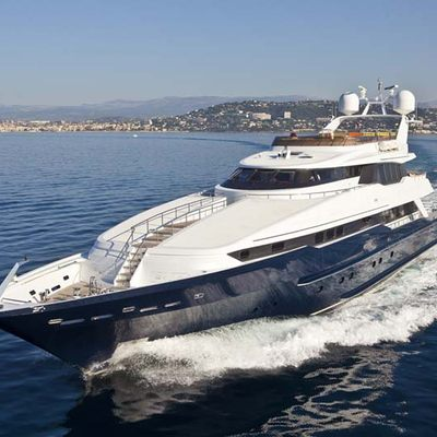 Daloli Yacht Running - Front View