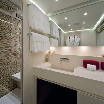 Baraka Yacht Master Bathroom - Shower