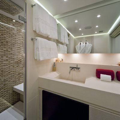 Baraka Yacht Master Bathroom - Shower