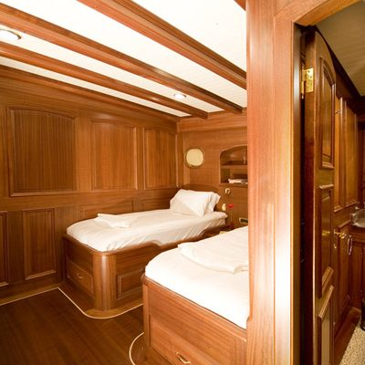 Take It Easier Yacht Twin Stateroom