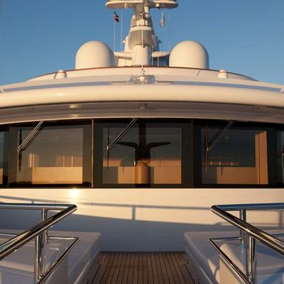 Aquila Yacht Bridge Windows