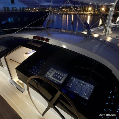 Twizzle Yacht Bridge - Night