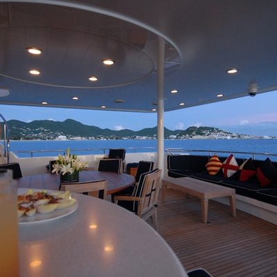 Dona Lola Yacht
