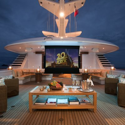 Lady Britt Sundeck Cinema