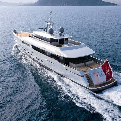 Exuma Yacht Running Shot - Rear